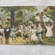 Postales: POSTAL PRIN. 1900 MUCHOS NIÑOS CON FLORES. Lote 186333080
