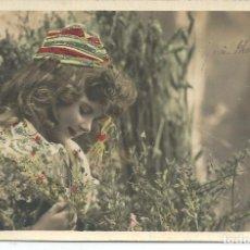Postales: POSTAL FELICITACION, PRECIOSA NIÑA CON PURPURINA, PARIS. Lote 189593783