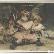 Postales: POSTAL NIÑOS HERMANOS JUGANDO CON EL CABRITO - CIRCULADA 1905. Lote 189643107
