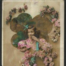 Postales: POSTAL FELICITACIÓN *NIÑA RODEADA DE FLORES* - CIRCULADA 1910. Lote 189643627
