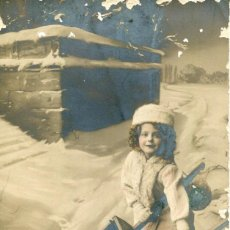 Postales: NIÑA PAISAJE NEVADO NAVIDAD-FOTOGRÁFICA AÑO 1911. Lote 191242522