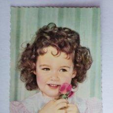 Postales: BONITA POSTAL ANTIGUA NIÑA CON ROSA AÑO 1962. Lote 191312370