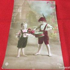 Postales: ENCANTADORA FOTOGRAFÍA NIÑOS Y TAMBOR COLOREADA. Lote 191718516