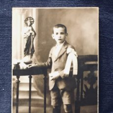 Postales: NIÑO POSTAL PRIMERA COMUNION SAGRADO CORAZON FOTO ELECTRICK RUIZ ARIAS MADRID PPIO S XX. Lote 193363493