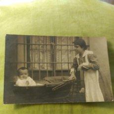 Postales: SEÑORA CON NIÑO. 1915. Lote 195013122