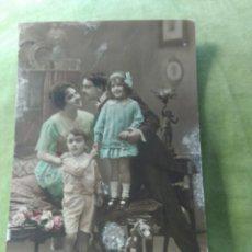 Postales: PADRES CON HIJOS. 1920. Lote 195013411