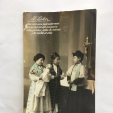 Postales: POSTAL ROMÁNTICA. EN LA SACRISTÍA. H. 1920?.. Lote 195182532