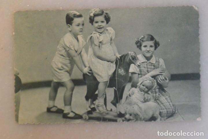 TARJETA POSTAL DE NIÑOS CON JUGUETES 1941 (Postales - Postales Temáticas - Niños)