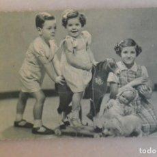 Postales: TARJETA POSTAL DE NIÑOS CON JUGUETES 1941. Lote 195191818