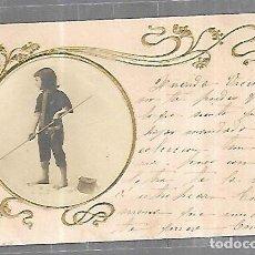 Postales: TARJETA POSTAL. IMAGEN DE NIÑA CON CAÑA Y BOLSA PARA PESCAR. Lote 196726490