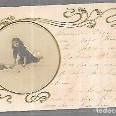 Postales: TARJETA POSTAL. IMAGEN DE NIÑA CON CAÑA Y BOLSA PARA PESCAR. Lote 196726496