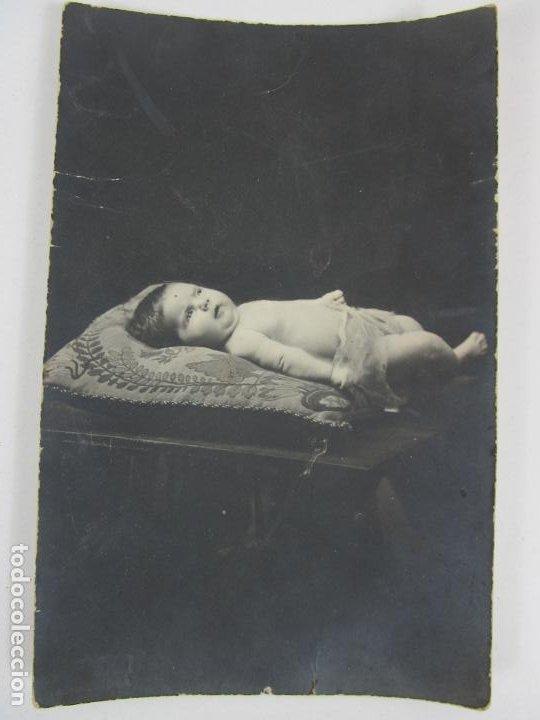 TARJETA POSTAL - POSTAL CON NIÑO ( NACIMIENTO O POST MORTEM) - PRINCIPIOS S. XX (Postales - Postales Temáticas - Niños)