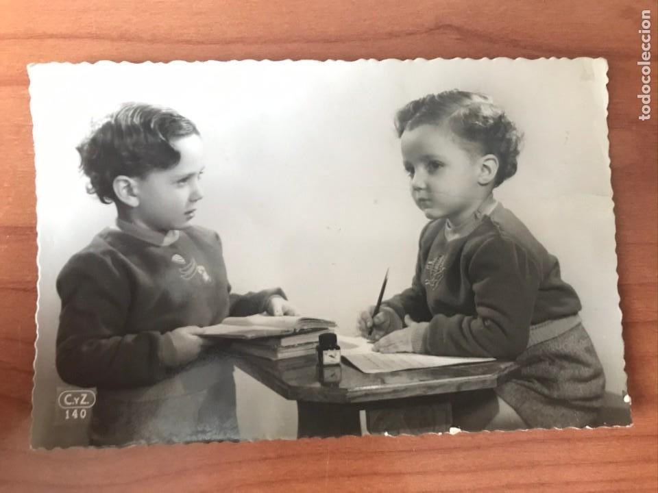 ANTIGUA POSTAL FOTOGRAFICA - BONITA PAREJA DE NIÑOS - EDICIONES C Y Z 140 - CIRCULADA 1952 (Postales - Postales Temáticas - Niños)