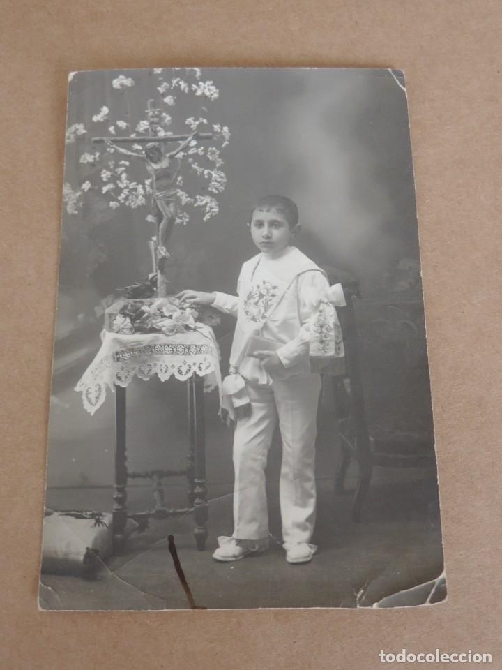 FOTOGRAFIA DE NIÑO EN SU PRIMERA COMUNION, TAMAÑO POSTAL. (Postales - Postales Temáticas - Niños)