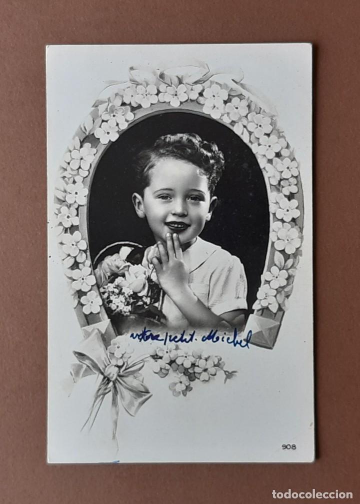 ANTIGUA POSTAL NIÑO CON FLORES. 908. EDITION LA CIGOGNE. PARIS. ESCRITA EN 1947. NO CIRCULADA. (Postales - Postales Temáticas - Niños)