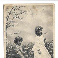 Postales: FOTO-POSTAL ANTIGUA DE DOS NIÑAS RECOGIENDO FLORES EN EL CAMPO -CIRCULADA EL 31 - 8 - 1.907. Lote 206469998