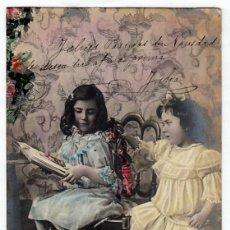 Postales: PRECIOSA POSTAL. FELICES PASCUAS. NIÑAS ELEGANTES CON MUÑECA. CIRCULADA EN 1905. PT. Lote 215266570