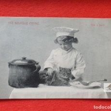 Postales: POSTAL ANTIGUA ORIGINAL NIÑO COCINERO - GATO A LA CAZUELA. Lote 224621958
