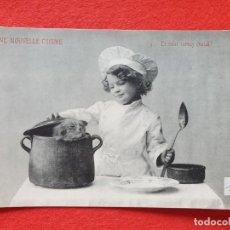 Postales: POSTAL ANTIGUA ORIGINAL NIÑO COCINERO - GATO A LA CAZUELA. Lote 224622131