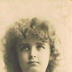 Postales: NIÑA, POSTAL CIRCULADA EN 1901 DE RAYADO CONTINUO (VER EL DORSO). Lote 228153255
