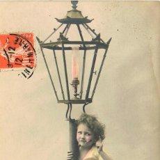 Postales: UN NIÑO TRAVIESO, CIRCULADA EN 1912, COLOREADA A MANO. Lote 228300645