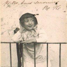 Postales: UNA NIÑA ASOMADA A UN BALCÓN, CIRCULADA EN 1905, DE RALLADO CONTINUO. Lote 228302175