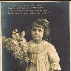 Postales: NIÑA CON UN RAMO DE FLORES, DE RAYADO CONTINUO CIRCULADA EN 1903, VER EL DORSO. Lote 228302440