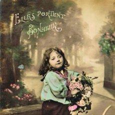 Postales: UNA NIÑA JARDINERA, CIRCULADA EN 1907, COLOREADA A MANO. Lote 228301660