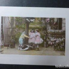 Postales: NIÑOS CON PALOMAS POSTAL. Lote 236121885