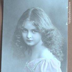 Postales: POSTAL NIÑA. PUNTITOS VESTIDO PINTADOS A MANO. A.B.M. PARIS 188. 1912. ESCRITA AL DORSO.. Lote 236318600