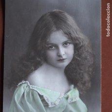 Postales: POSTAL NIÑA. PUNTITOS VESTIDO PINTADOS A MANO. A.B.M. PARIS 188. 1912. ESCRITA AL DORSO.. Lote 236319070