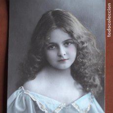 Postales: POSTAL NIÑA. PUNTITOS VESTIDO PINTADOS A MANO. A.B.M. PARIS 188. 1912. ESCRITA AL DORSO.. Lote 236319590