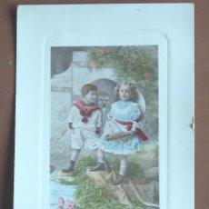 Postales: POSTAL NIÑO Y NIÑA CON BALANDRO 1909. Lote 236877230