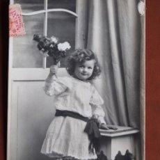 Postales: POSTAL NIÑA CON RAMO. 85-1P.G. 1910. ESCRITA Y FRANQUEADA. Lote 238808510