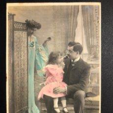 Postales: TARJETA POSTAL PAREJA NIÑA BIOMBO.MATARO 1906. Lote 246597290