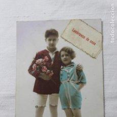 Postales: ANTIGUA POSTAL NIÑOS CON RAMO DE FLORES- COLOREADA Y CON PURPURINA- MARCA DÉDÉ 1406 --AÑOS 30. Lote 254306670