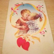 Postales: ANTIGUA TARJETA POSTAL DE NIÑOS ENAMORADOS 1957 - CIRCULADA. Lote 262313265