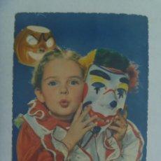 Postales: PRECIOSA POSTAL DE NIÑA DISFRAZADA. ESCRITA 1956 ( MAIRENA DEL ALCOR ). SELLO XX ANIVER. ALZAMIENTO. Lote 270152058