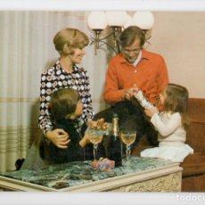 Postales: FAMILIA AÑOS 70. SERIE 6169/3 ♦ SAVIR, 1975. Lote 270415968