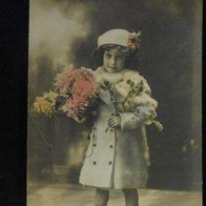 Postales: POSTAL ROMÁNTICA *NIÑA CON FLORES*, COLOREADA. ESCRITA 1915. Lote 288161998