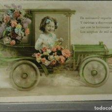 Postales: POSTAL ROMÁNTICA *NIÑA EN COCHE CON FLORES*, COLOREADA. CIRCULADA, PRIMERA DÉCADA SIGLO XX. Lote 288162568
