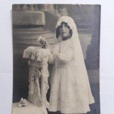 Postales: POSTAL, NIÑA VESTIDA DE COMUNION, VALLADOLID 1928, ESCRITA. Lote 288713693