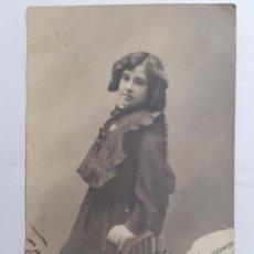 Postales: POSTAL, NIÑA POSANDO VESTIDA DE NEGRO, VALLADOLID 1904, ESCRITA. Lote 288714153