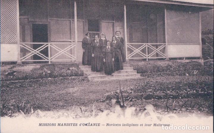 MISSIONS MARISTES OCEANIE - NOVICES INDIGENES ET LEUR MAITRESSE (Postales - Postales Extranjero - Oceanía)