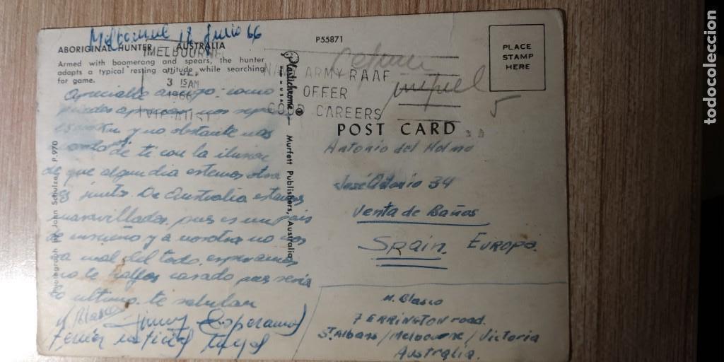 Postales: ABORIGINAL HUNTER-CAZADOR ABORIGEN CON BOOMERANG Y LANZA AUSTRALIA-PLASTICHROME MATASELLOS MELBOURNE - Foto 2 - 160737162