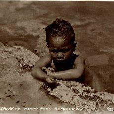 Postales: MAORI CHILD IN WARM POOL NEW ZEALAND POST CARD. Lote 183334990