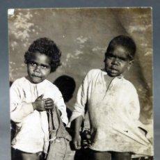 Postales: POSTAL FOTOGRÁFICA NIÑOS NATIVOS OMEO BAIRNSDALE AUSTRALIA CIRCULADA SELLO 1912. Lote 193716758