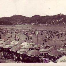 Postales: FOTOGRAFICA DE SAN SEBASTIAN.LA PLAYA, AL FONDO IGUELDO.. Lote 17128208