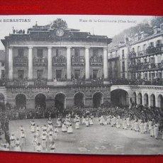 Postales: SAN SEBASTIAN, PLAZA DE LA CONSTITUCIÓN ( UNA FIESTA ), ( GUIPUZCOA ) TP2641 . Lote 3005618
