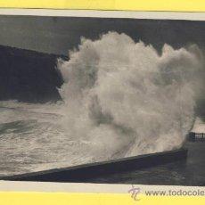 Postales: PAIS VASCO- SAN SEBASTIAN-375 EL ROMPEOLAS- GRANDES MAREAS-1952-P 606. Lote 18750629